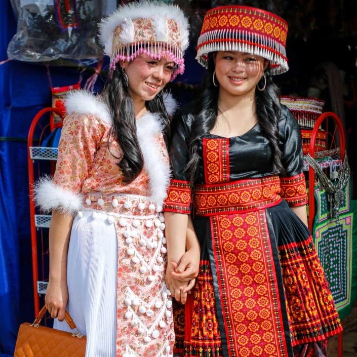 라오스 소수민족 몽족 여자 2명