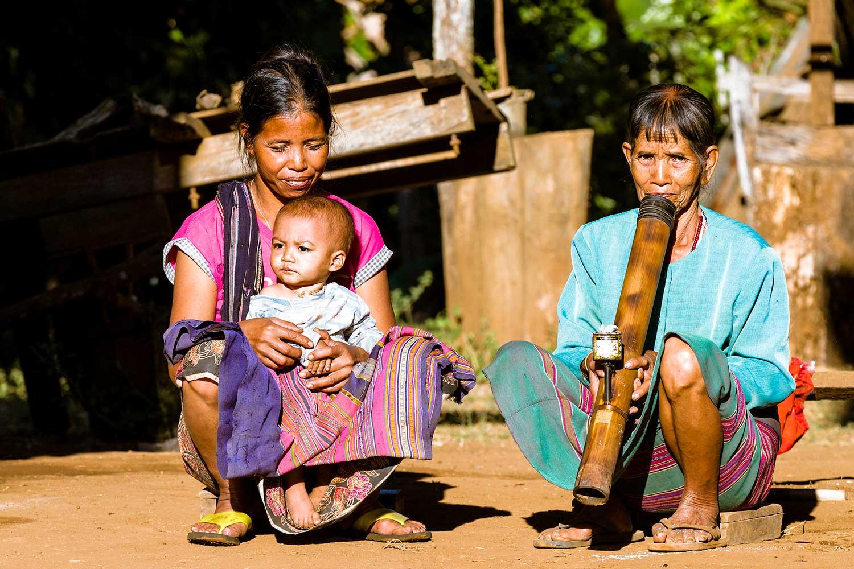 라오스 소수민족 카투족 여자들